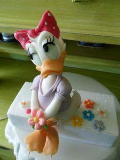 Daisy cake topper.