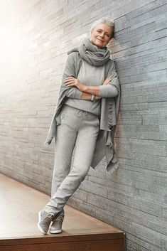 Stylish Casual Chic Outfit for Women Over 40 18 Womens Fashion Casual Summer, Over 50 Womens Fashion, Black Women Fashion, Fashion Over 50, Woman Fashion, Spring Fashion, Ladies Fashion, Mature Fashion, Fashion Fashion