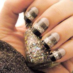 Pretty gray striped nails