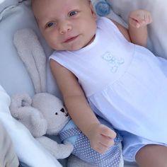 Bienvenido bebé con los peluches suaves 0+ de @pasitoapasitobarcelona🔛Más información en www.pasitoapasito.es #pasitoapasito #bebesconestilo #fundaspasitoapasito #bolsadematernidad #bolsaspasitoapasito #peluchepasitoapasito