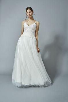 berrit 2016: klare Linie trifft auf Romantik - #Hochzeitskleid #Brautkleid #Brautmode #Wedding #Dress