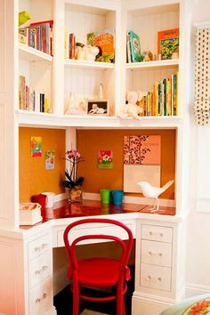 A fabulous way to use a corner, this is a great use of space in a kid's bedroom.  And bookshelves and bulletin boards are such great ways for kids to express themselves and make a room their own -- and for parents, helps us keep things a little contained!