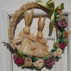 Corn Husk Crafts, Corn Husk Dolls, Crepe Paper, Craft Activities, Easter Crafts, Grapevine Wreath, Grape Vines, Jute, Paper Art