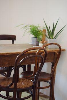Lasst euch von der gesamten Homestory auf unserem Blog inspirieren! Aerial Hoop, Wishbone Chair, Blog, Furniture, Home Decor, Small Den, Dance Routines, Fat