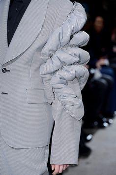 Comme des Garçons Fall 2013 Ready-to-Wear Accessories Photos - Vogue Weird Fashion, High Fashion, Fashion Show, Fashion Outfits, Womens Fashion, Comme De Garson, Deconstruction Fashion, Fashion Details, Fashion Design