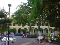 TERRENOS EN MAZATLÁN Una característica muy apreciada de Mazatlán es el encanto y la vitalidad en su Mazatlán Viejo, con sus escuelas de arte, galerías, restaurantes y bares donde todas las noches se puede disfrutar de actuaciones en vivo de músicos locales y extranjeros. Ven y conoce las PUERTAS D' MAZATLÁN y enamórate de este hermoso lugar. http://grupoaries.com.mx/bienvenido/nuestros-desarrollos/