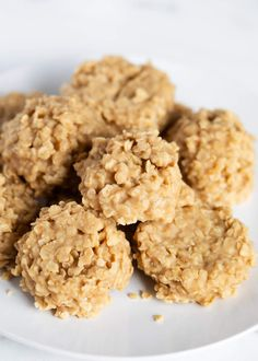 Peanut Butter No-Bake Cookies - Chewy and full of creamy peanut butter flavor! Made with simple ingredients and are ready in minutes. These no-bake oatmeal cookies are the perfect treat to whip up in a pinch! Peanut Butter Oatmeal, Baked Oatmeal, No Bake Cookies Recipe Peanut Butter, Oatmeal No Bake Cookies, Healthy Oatmeal Cookies, Peanut Cookies, Brownie Cookies, Cake Mix Cookies, Peanut Butter Desserts