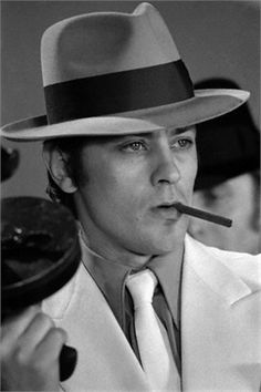 Alain Delon with Borsalino Alessandria Most Handsome Actors, French Man, Jean Luc Godard, Old Movie Stars, Romy Schneider, Sean Connery, Foto Art, Famous Faces, Hats For Men