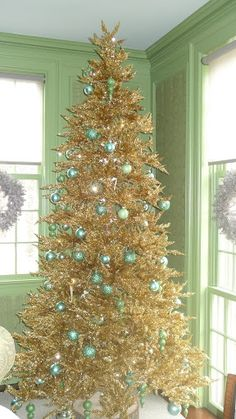 40 Elegant Christmas Tree Decor Ideas 29 – Home Design Tinsel Christmas Tree, Elegant Christmas Trees, Merry Christmas, Tinsel Tree, Christmas Tree Themes, Christmas Love, Xmas Tree, Vintage Christmas, Christmas Holidays