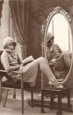Google Image Result for http://3.bp.blogspot.com/_yNgBH-GZAgc/S783gO3VwKI/AAAAAAAAAFE/9Xm-4J5cbF8/s1600/Vintage_Lady_and_Mirror_by_Lorivint.jpg