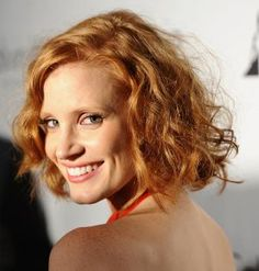 If you have curly hair, short hair can be tricky. These short, curly hairstyles prove that you can look great with super curly hair cut above the shoulders.: Jessica Chastain