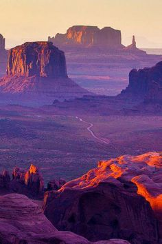 Looking to Visit Monument Valley Navajo Tribal Park in Southwest's Four Corners (Arizona)? Find more information about this attraction and other nearby Monument Valley family attractions and hotels on Family Vacation Critic. Arches Nationalpark, Yellowstone Nationalpark, Places To Travel, Places To See, Travel Destinations, Grand Canyon, Voyage Usa, Arizona Usa, Utah Usa
