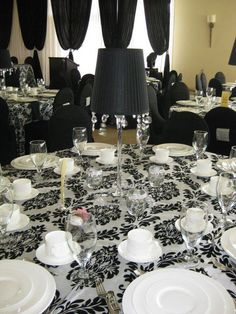 77 Awesome Ideas For A Black And White Wedding - Weddingomania Black And White Prints, Black And White Design, Red And White, White Home Decor, Black Decor, Wedding Reception Decorations, Wedding Ideas, Reception Ideas, Wedding Inspiration