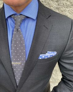 Grays and blues for a subtle monochrome business outfit idea for men. Formal Dresses For Men, Formal Men Outfit, Mens Fashion Suits, Mens Suits, Male Fashion, Business Outfits, Business Fashion, Color Plomo, Business Formal