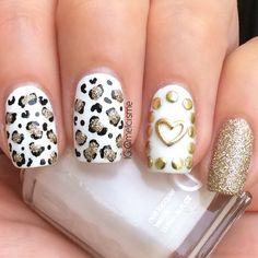 White/Gold Leopard Print nails by instagram user Melcisme