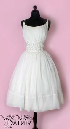 1950's wedding dresses, like the top/bodice on this one