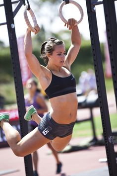 """The fear of """"bulkiness"""" and doing CrossFit.  Good article for women considering  giving CrossFit a try, but fear getting bulging muscles.  #Camille_Leblanc_Bazinet #Julie_Foucher #crossfit"""