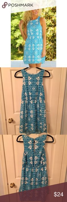 """Everly White and Blue Patterned Dress Like new Everly white and blue patterned dress, """"Doors Unlocked"""". Great length for everyday and can be dressed up or down with cute keyhole detail on the back. From smoke and pet free home. Everly Dresses Mini"""