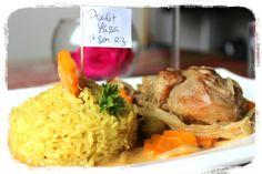 Le poulet yassa et un plat traditionnel Sénégalais.  La base du plat c'est la sauce: les oignons moi je rajoute  carottes,olives verte