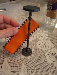 : How to make your own doll house floor lamp Dollhouse Decorating!: How to make your own doll house floor lamp Diy Barbie Furniture, Dollhouse Furniture, Miniature Furniture, Miniature Crafts, Miniature Dolls, Dollhouse Dolls, Dollhouse Miniatures, Doll House Flooring, Accessoires Barbie