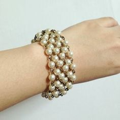 How to make a chunky pearl bracelet | Guidecentral