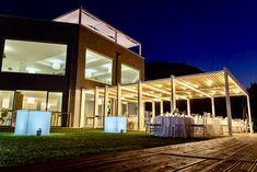 Villa moderna con gazebo e corner per buffet Wedding Events, Gazebo, Buffet, Villa, Corner, Mansions, House Styles, Home Decor, Trendy Tree