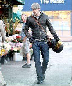 A well-dressed Ryan Reynolds. 95d863738ed