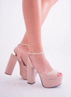 Chavela Tacones: dos amigas unidas por el amor a los zapatos