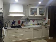 White kitchen tiles cottage sink. Haëcker