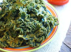 Learn to make a variety of healthy dehydrated kale chips from this ultimate recipes list. Replace unhealthy snacks with these amazing kale chips creations. Vegan Meal Prep, Vegetarian Recipes Dinner, Vegan Recipes Easy, Raw Food Recipes, Vegetable Recipes, Vegan Food, Free Recipes, Healthy Bedtime Snacks, Healthy School Snacks