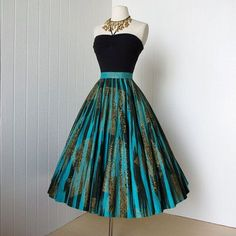 fabulous MAYA DE MEXICO original hand-painted cotton pin-up full circle skirt wit style dress. Black and blue. My Style. Pretty Outfits, Pretty Dresses, Beautiful Outfits, 1950s Fashion Dresses, Fashion Outfits, 1950s Dresses, Vintage Dresses 50s, Fashion Ideas, Vintage Outfits