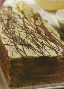 Receita de Mil-Folhas de Chocolate -Muitos mil-folhas têm um sabor decepcionante, experimente este, que tem um óptimo sabor e de tamanho familiar. Veja como fazer estareceita de Mil-Folhas de Chocolatede forma simples e apetitosa! Confira a nossa receita e deixe-nos a sua opinião.
