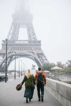 Paris couples and engagement photo shoot inspiration by Alina Kolot. Discover Alina's photography on KYMA -­ find and instantly book your perfect Paris photographer on gokyma.com