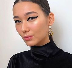 Nathalie Billio (@nathaliebillio) • Fotos e vídeos do Instagram Makeup Trends, Makeup Inspo, Makeup Inspiration, Beauty Makeup, Sultry Makeup, Beauty Trends, Makeup Ideas, No Eyeliner Makeup, Winged Eyeliner