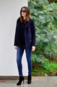 Maria Guedes // casual style // denim + ankle booties + navy blues coat