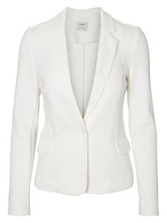 Cute and feminine blazer from VERO MODA. Perfect for your work look.