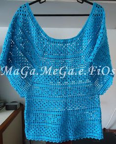 Blusa azul em crochê filê. Muito bonita.