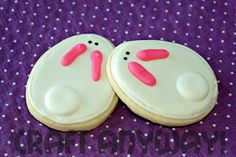 Easter Bunny Sugar Cookies with Royal Icing. These will go with my chick cookies and will be round (I'll draw their noses too) Easter Cookies, Easter Treats, Royal Icing Cookies, Sugar Cookies, Holiday Treats, Holiday Recipes, Fun Recipes, Diy Spring, Cookie Designs