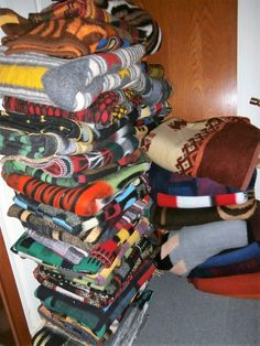 Vintage Blanket, Jogging, Retro, Instagram, Fabrics, Upcycled Crafts, Layering Rugs, Walking, Running