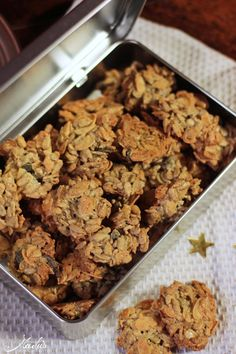 "Lightning fast crispy crispy biscuits- Blitzschnelle kernige Knusperkekse This week I have finally finished my Christmas decoration … I made at the Christmas cake ""and baked a lot of biscuits – Of course, once again the un … - Healthy Dessert Recipes, Cookie Recipes, Desserts, Biscuits Croustillants, Crispy Cookies, Healthy Brownies, Pumpkin Spice Cupcakes, Food Cakes, Easy Meals"