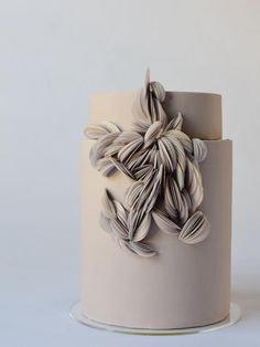 Think about sugar flowers an edible gum paste decor that has wire/toothpicks on … - Vegan Wedding Cake Gorgeous Cakes, Pretty Cakes, Amazing Cakes, Elegant Wedding Cakes, Wedding Cake Designs, Wedding Simple, Cake Wedding, Green Wedding, Floral Wedding
