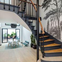 diy home 18788523432273171 - L'ancien escalier comme élément structural Source by pauline_ram Home Stairs Design, Interior Stairs, Stair Design, Foyer Design, Casa Milano, Stair Renovation, Architecture Renovation, Escalier Design, Staircase Makeover