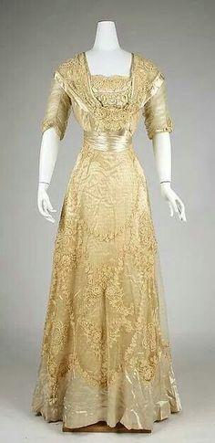 Mrs. Banks  Ivory dress front