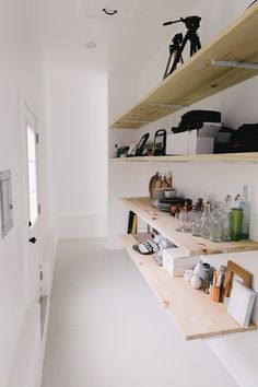 Our Studio: Complete Rolling Table, Estilo Interior, Interior And Exterior, Interior Design, Floating Desk, Space Gallery, Cabinet Drawers, Guest Bedrooms, Arquitetura