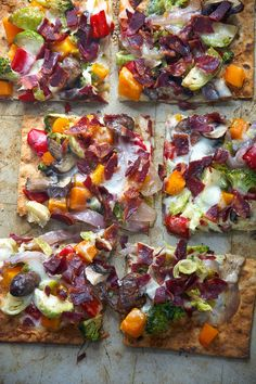 Thin and crispy lavash is used as the base for this bacon flatbread, then topped with autumn, maple roasted veggies and creamy fontina!!