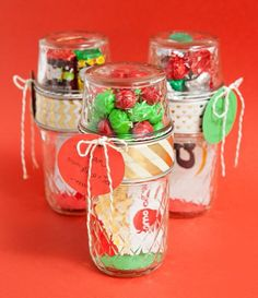 Double Mason Jar Christmas Gift Card and Candy Holder This clever craft makes use of not one, but two Mason jars. Fill with candy, cookies, or sweets up top and gift cards below for a homemade Christmas gift. Mason Jar Christmas Crafts, Diy Christmas Gifts, Christmas Ideas, Jar Crafts, Homemade Christmas, Holiday Ideas, Christmas Christmas, Holiday Crafts, Christmas Budget
