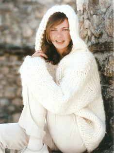Bonito Jersey blanco con capucha para mujer. Esta tejido en dos agujas o punto. Fácil de hacer siguiendo las instrucciones del patrón. Chrochet, Free Knitting, Knit Dress, Free Pattern, Winter Hats, Pure Products, Sewing, Coat, Fabric