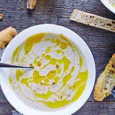 Przepis na hiszpańską zupę czosnkową.