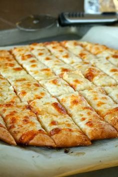 Diy Projects: Fail-Proof Pizza Dough and Cheesy Garlic Bread Sticks {just like in restaurants!}