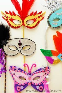 Create your own masquerade mask for Halloween, Mardi Gras or any costume party. This craft includes printable mask templates plus lots of creative mask decorating ideas. Fun Crafts For Kids, Diy For Kids, Diy And Crafts, Arts And Crafts, Halloween Masks, Halloween Diy, Theme Carnaval, Masquerade Party, Masquerade Masks